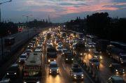 Jelang Kedatangan Habib Rizieq, Kendaraan di Tol Menuju Bandara Soetta Padat