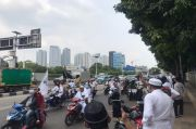 Habib Rizieq Menuju Petamburan, Jalan Sekitar RS Dharmais Penuh dan Lalin Tersendat