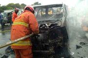 Diduga Korsleting Listrik, Mobil Mewah Terbakar di Tol Jagorawi