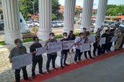 Wali Kota Bandar Lampung Ancam Pecahkan Kepala Wartawan, Puluhan Jurnalis Gelar Aksi Bungkam