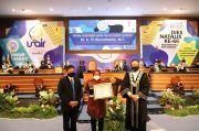Terima Penghargaan dari Unair, Wali Kota Risma Libatkan Perguruan Tinggi Urai Persoalan Kota