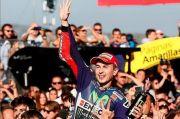 Curi Kemenangan Rossi di MotoGP 2015, Lorenzo: Gelar Masih di Rumah Saya