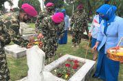 Sambut HUT Koprs Marinir Ke 75, Yonmarhanlan 1 Ziarah ke Taman Makam Pahlawan