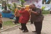 Alamakjang! Ketua Demokrat Medan Joget Sambil Peluk Perempuan, Akhyar Nasution Beri Tanda Jempol