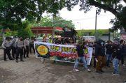Protes Hasil Tender Proyek Jalan BIL Mandalika Tiga, Puluhan Anggota LSM Demo BP2JK