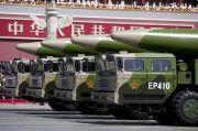 Dua Rudal Pembunuh Kapal Induk China Hantam Kapal di Laut China Selatan