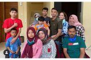 Bahagia Raffi Ahmad Bertemu Keluarga Besar Kembarannya