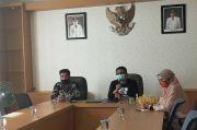 Jelang Pencoblosan, KPU Surabaya: Pemilih Dikasih Sarung Tangan dan Masker