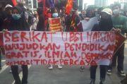 Massa Buruh dan Mahasiswa Demo di Kementerian Pendidikan dan Kebudayaan