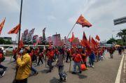 Beraksi di DPR, Buruh dan Mahasiswa Kembali Tolak Omnibus Law
