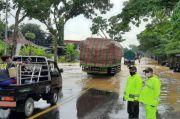 Banjir Rendam Ruas Jalan Buntu-Sumpiuh, Jalur Selatan Jateng Macet 3 Km