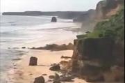 Diduga Akibat Gempa, Pesona Batu Bolong Pantai Bwanna Kodi Tinggal Kenangan