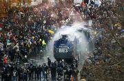 Protes UU Virus Corona Merkel, Demonstran Bentrok Lawan Polisi Jerman