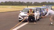 Sadis, Ingin Pecahkan Rekor Pria Australia Coba Tarik 16 Mobil