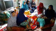 Tangis Keluarga Penambang Emas yang Tertimbun Longsor di Kalimantan