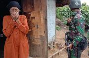 Tangis Haru Nenek Rusmana saat Dibantu Beras oleh Prajurit Kodam Siliwangi