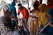 Lutfi Hanafi Diadang untuk Cicipi Dodol Buatan Warga Desa Malaka