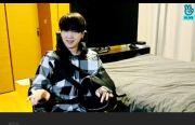 Suga BTS Muncul di V Live dengan Penyangga Bahu, Update Kesehatan dan Sebut Lagu Favorit dalam BE