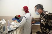 Pandemi COVID-19, Warga Sekitar Kampus dan 150 Dosen Unjani Jalani Pemeriksaan Kesehatan