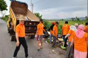 Lutfi Hanafi Gelar Jumat Bersih Bersama Relawan Milenial di Desa Kabba