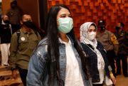 Kahiyang Ayu dan Shaula Tampil Kompak Dampingi Sang Suami Debat Pilkada Medan