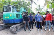 Bupati Suwirta Buka Padat Karya di Desa Sakti Nusa Penida