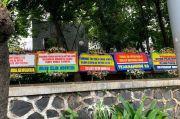 Karangan Bunga Dukung Fadil Imran, Isinya Mulai Jangan Takut Preman hingga Lanjutkan Chat Mesum