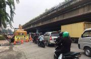 Imbas Proyek Crossing Saluran Air, Ring Road Cengkareng Macet Parah