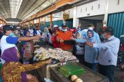 Suhandoyo-Astiti Blusukan ke Pasar Babat, Janji Beri Modal ke Pedagang