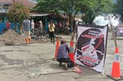 Prihatin Nasib Rakyat, Relawan Kolom Kosong Tambal Jalan Berlubang di Bengkulu Utara