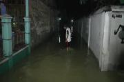 Diduga Tersumbat Proyek Pipa PDAM, Sungai Pucang Meluber Genangi Ratusan Rumah