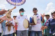 Melebur dengan Masyarakat, Ben Bahat Tabuh Rebana Bareng Warga Sei Teras