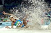 Rebahan di Pantai, Atlet Lompat Jauh Rusia Bikin Salah Fokus