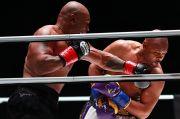 Sering Lari Menghindar, Mike Tyson Nyaris Tendang Roy Jones Jr.