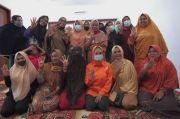 Ibu-ibu Harap Kebangkitan Majelis Taklim di Tangan Anir-Lutfi