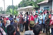 Semangati Warga, Bupati JR Saragih Siapkan Rp400 Juta Perbaiki Rumah Warga Korban Longsor