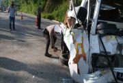 Mobil Pikap Hantam Truk di Jalan Lingkar Salatiga, 3 Orang Luka