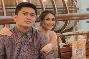 Ayu Ting Ting Fitting Baju Pengantin, Ayah Rozak: Tahun Depan InsyaAllah Menikah