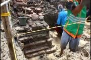 Diduga Bangunan Candi, BPCB dan TACB Lakukan Eskavasi Susunan Bata di Tengah Sawah