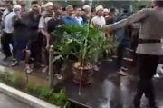 Massa FPI Minta Ditahan Gantikan Habib Rizieq, IPW Sebut Lebay