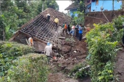 Tertimbun Longsor, Pasutri Lansia di Tasikmalaya Menderita Luka-luka