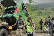Hilang Kendali, Bus Pariwisata Masuk Jurang di Gentong Tasikmalaya