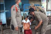 Mojokerto Gempar, Anak Jalanan Dobrak Pintu Mobil dan Paksa Minta Uang