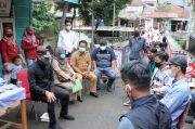 Bima Arya Bagikan Masker dan Hand Sanitizer ke Perkampungan