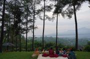 Yuk, Berburu Sunrise di Bukit Dagi dengan Pemandangan Megah Candi Borobudur