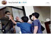 Moment Haru Keluarga Sapa Anies dari Balik Jendela, Istri: Kami Rindu Abah