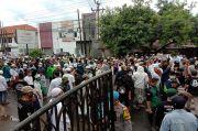 Massa Pendukung Habib Rizieq Kepung Polres Purwakarta, Lumpuhkan Jalan Nasional