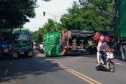 Sopir Ngantuk, Truk Kontainer Terguling di Jalur Lamongan-Gresik