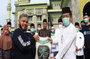 Bersama SPBU, Ustaz Abdul Somad Salurkan 26 Ton Beras untuk Dhuafa