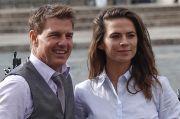 Sumber Dekat Bantah Tom Cruise dan Hayley Atwell Berpacaran